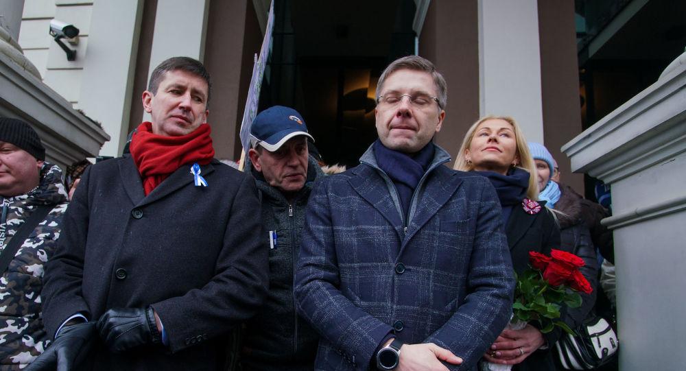 Митинг на Ратушной площади в поддержку мÑра города Ðила Ушакова