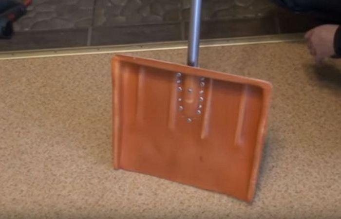 Как сделать лопату из ПВХ-трубы не хуже магазинной