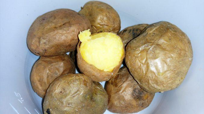 Почему картофель в мундире полезнее?