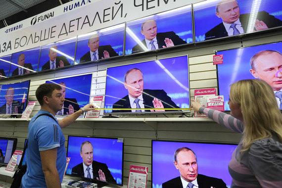 «Ваши слова «своих не сдаем» относятся к казнокрадам и коррупционерам?» Россияне приготовили к «Прямой линии» весьма каверзные вопросы