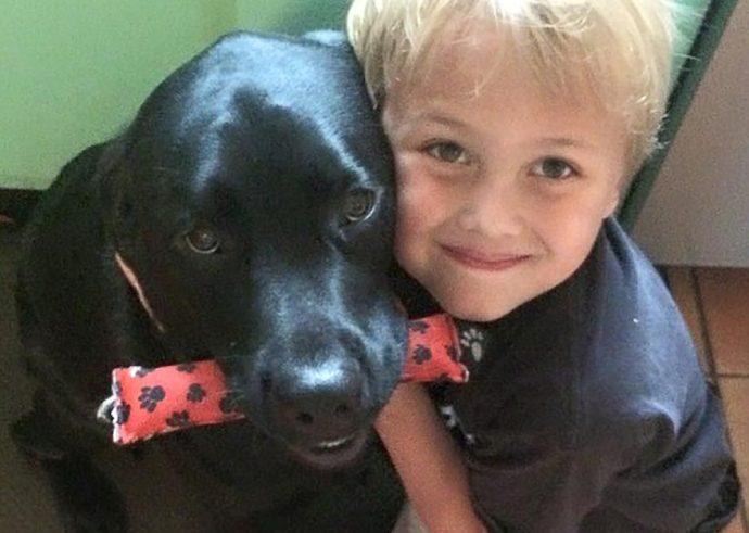 Ночью пёс поднял хозяйку с кровати, ведь рядом погибал её сын!