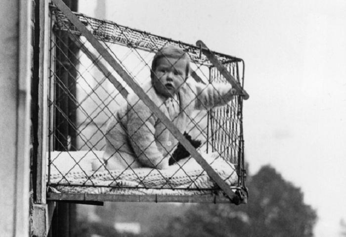 Для чего в начале ХХ века детей массово помещали в клетки