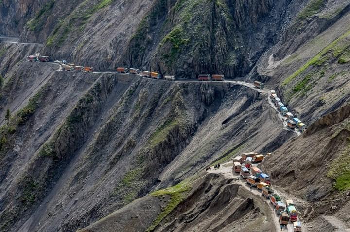 Опасная горная дорога в Индии