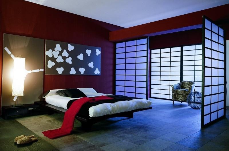 Спальня в красных цветах