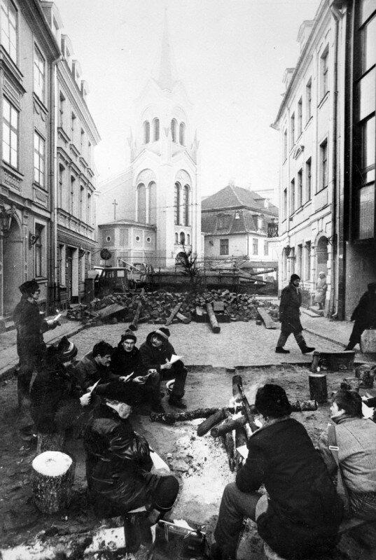 Баррикады на улицах Риги в январе 1991 года. история, ретро, фото