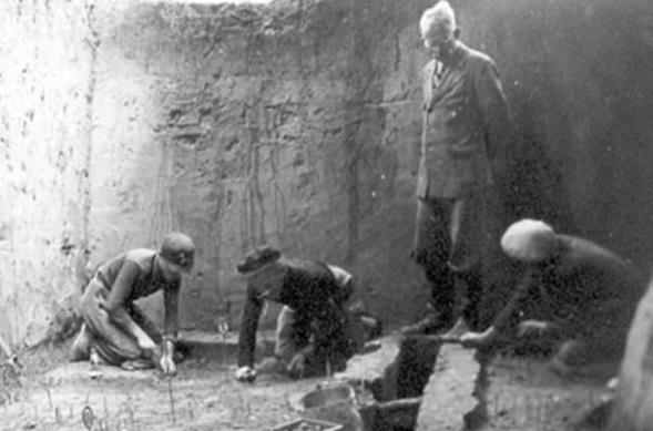 «Каменная могила»: зачем нацисты раскопали загадочный курган на Украине