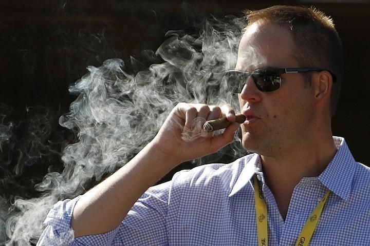 Ученые установили взаимосвязь между курением и потерей слуха