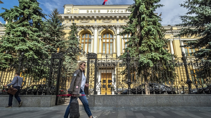 «Когда экономика катится вниз»: Эксперты заговорили о застое. Прогнозы о России не утешают