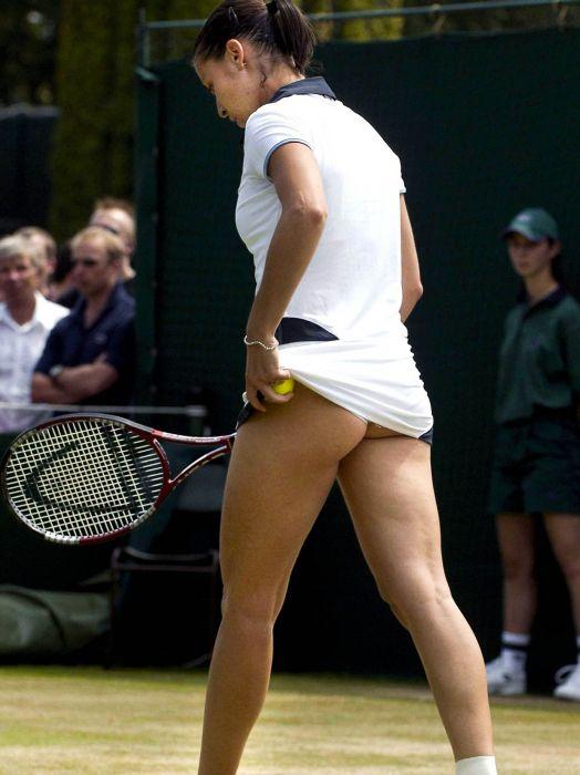 Подсмотр под юбкой теннисистки