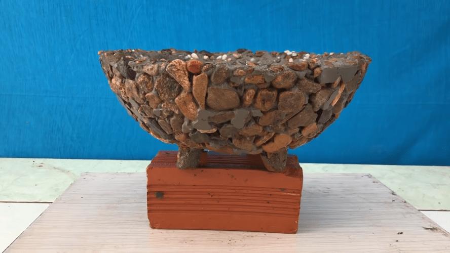 Необычная идея с помощью простых речных камней