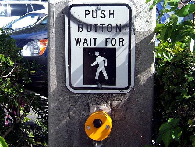 Кнопки с подвохом на пешеходных переходах в США