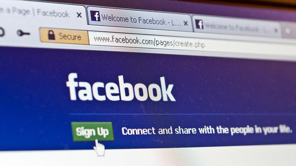 """Facebook """"рухнул"""" в России и других странах"""
