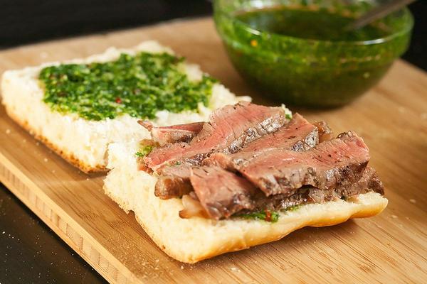 Можно - с мясом, а можно - просто с хлебом