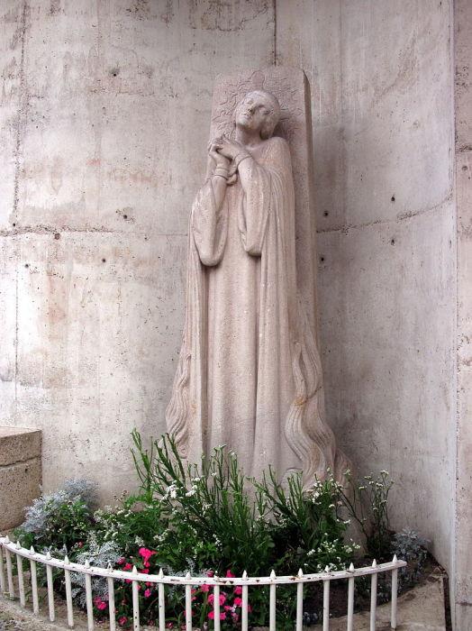 Памятник у места казни Жанны