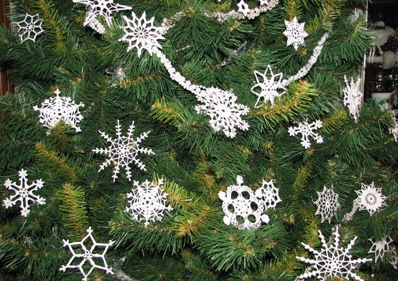 Украшаем ёлку, комнаты, окна, одежду, карнавальные костюмы вязаными снежинками
