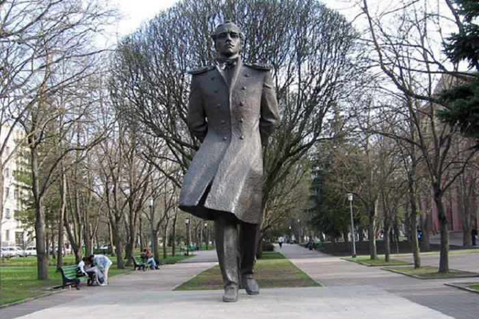 Монумент русского поэта в Ставрополе.