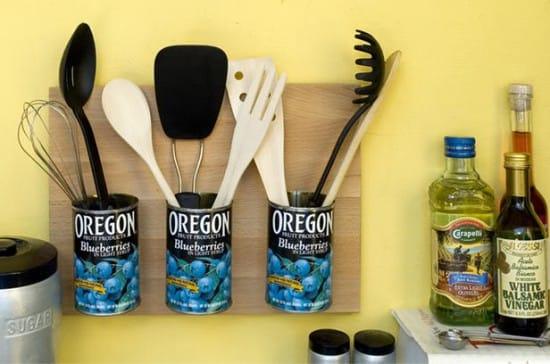 Подставка для хранения столовых приборов из жестяных банок