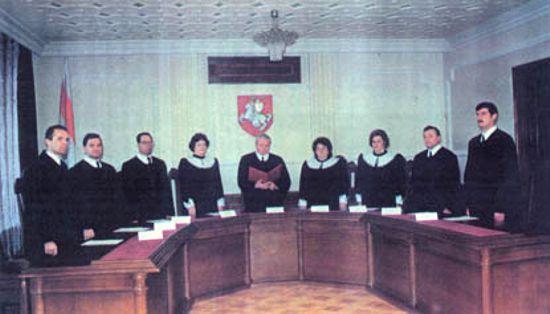 Конституционный суд в 1994 году, фото с сайта sn-plus.com