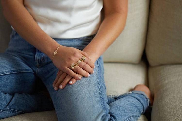 Свободна как птица: внучка Елизаветы II Леди Амелия Виндзор выпустила коллекцию украшений Мода,Новости моды