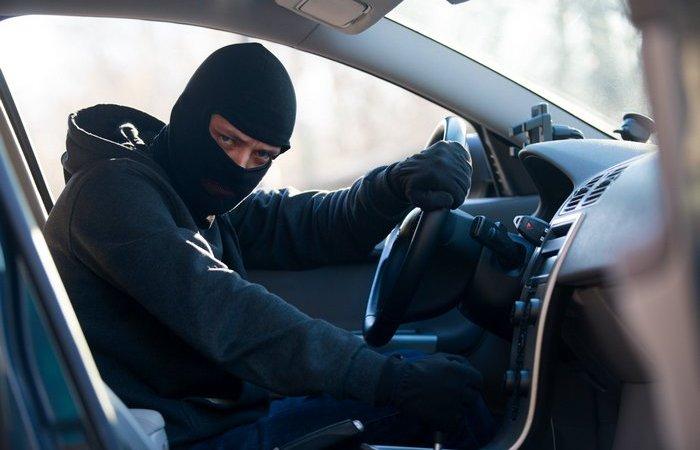Какими путями в России чаще всего угоняли машины