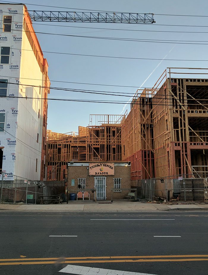 25 случаев, когда люди отказались продавать свою недвижимость и переезжать дома