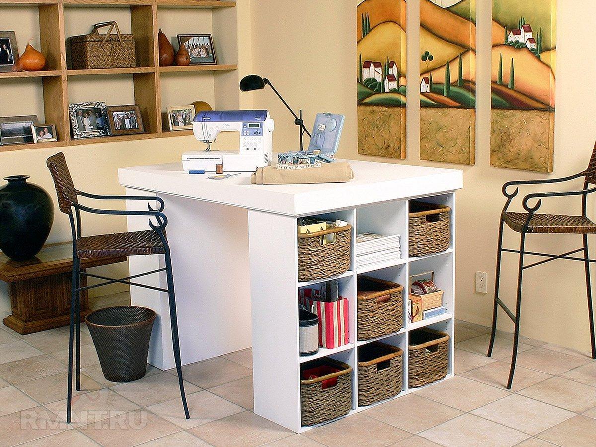 Рабочие столы с местами для хранения