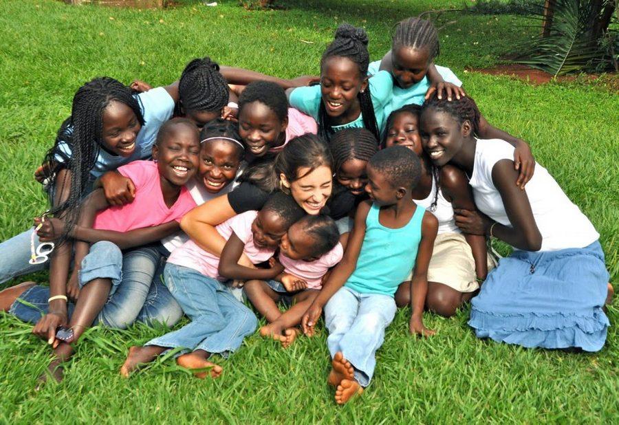 Девушка родила 13 дочерей в возрасте 18 лет, просто невероятно!