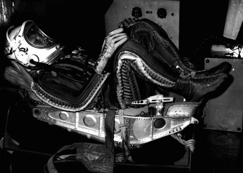 """Высотно-компенсирующий костюм ВКК-47 вместо скафандра «Сокол» для КК """"Союз"""""""