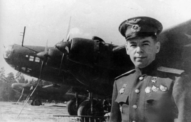 Сталинские Соколы.  Герой Советского Союза  Михаил Васильевич Симонов