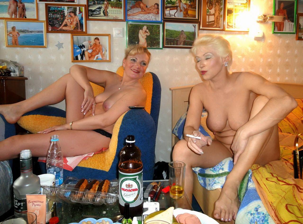 Пьяная зрелая русская дама