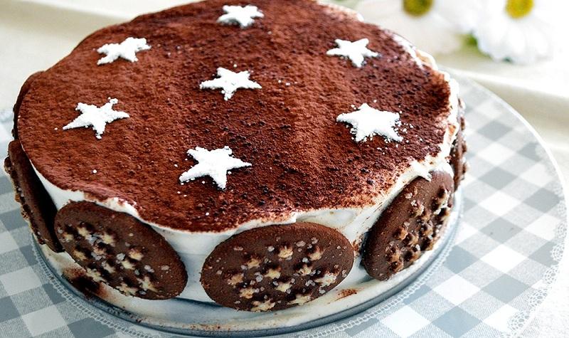 Торт из шоколадного печенья - просто и быстро