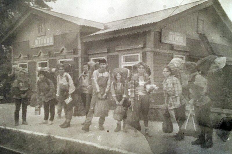 Группа на станции Мурино в Иркутской области. Фото из архива Галины Бапановой. байкал, гибель, иркутск, перевал Дятлова, трагедия, туристы