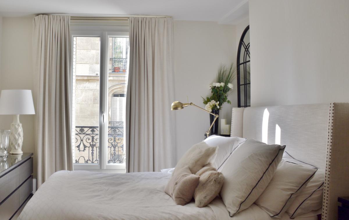 Спальня в  цветах:   Бежевый, Светло-серый, Темно-коричневый.  Спальня в  стиле:   Минимализм.