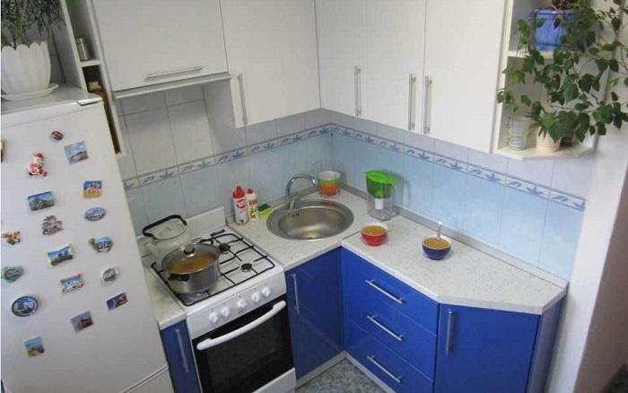 Ошибки при оформлении угловой кухни, которые могут стать причиной болей в спине