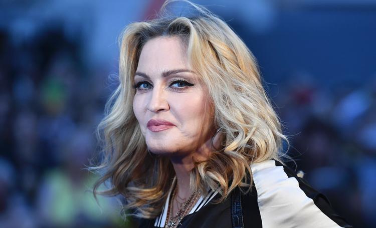 """Мадонна озвучила еще одну теорию заговора по поводу коронавируса: """"Вакцина уже давно есть, но от нас ее скрывают"""" Звезды,Новости о звездах"""