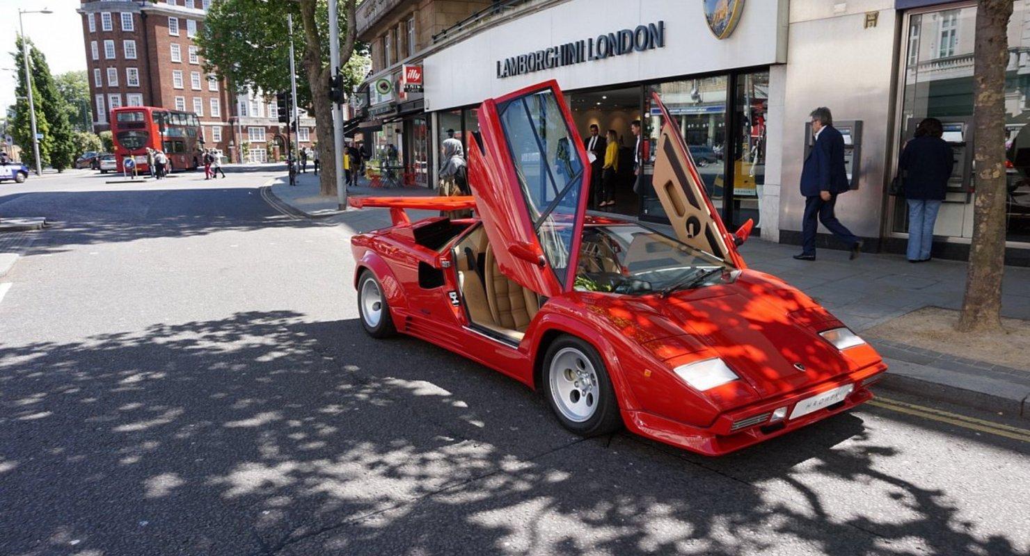 Lamborghini 18 мая представит ограниченный тираж Sian в честь пятидесятилетия Countach Автомобили