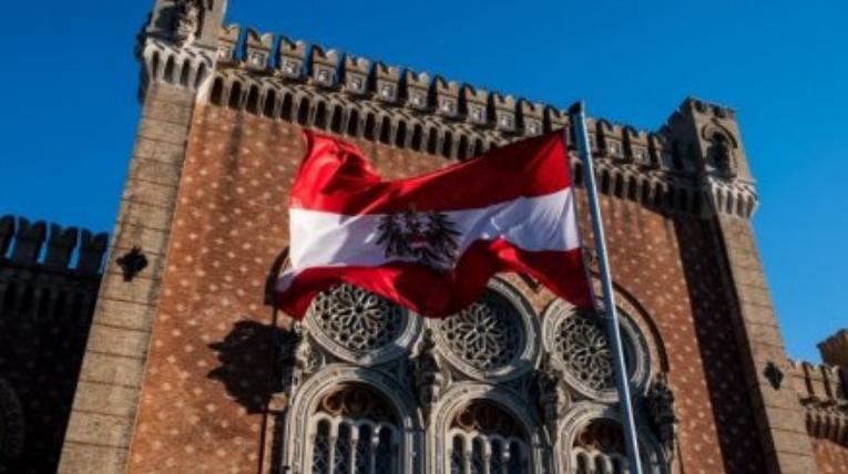 """""""Стреляем сами в себя"""": Австрийский политик пролил свет на истинную суть антироссийских санкций"""