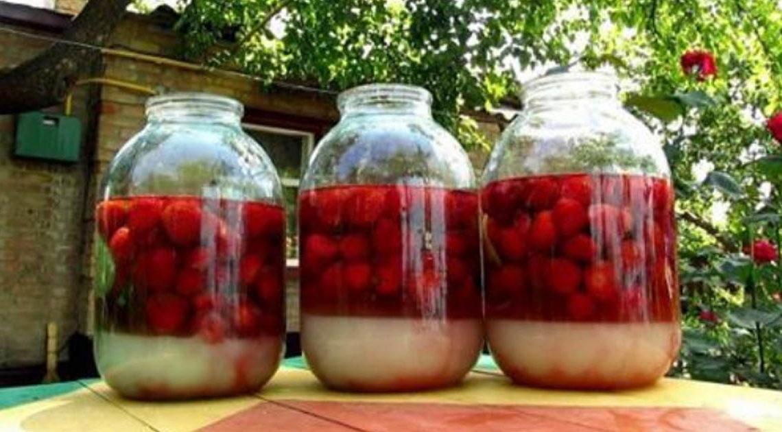 Сладкая и вкусная домашняя ягодная наливка «4х4»: пошаговый рецепт.