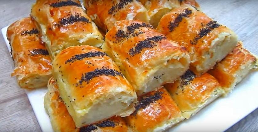 Слоеные пирожки с картофелем и плавленым сыром: проще и вкуснее не придумаешь