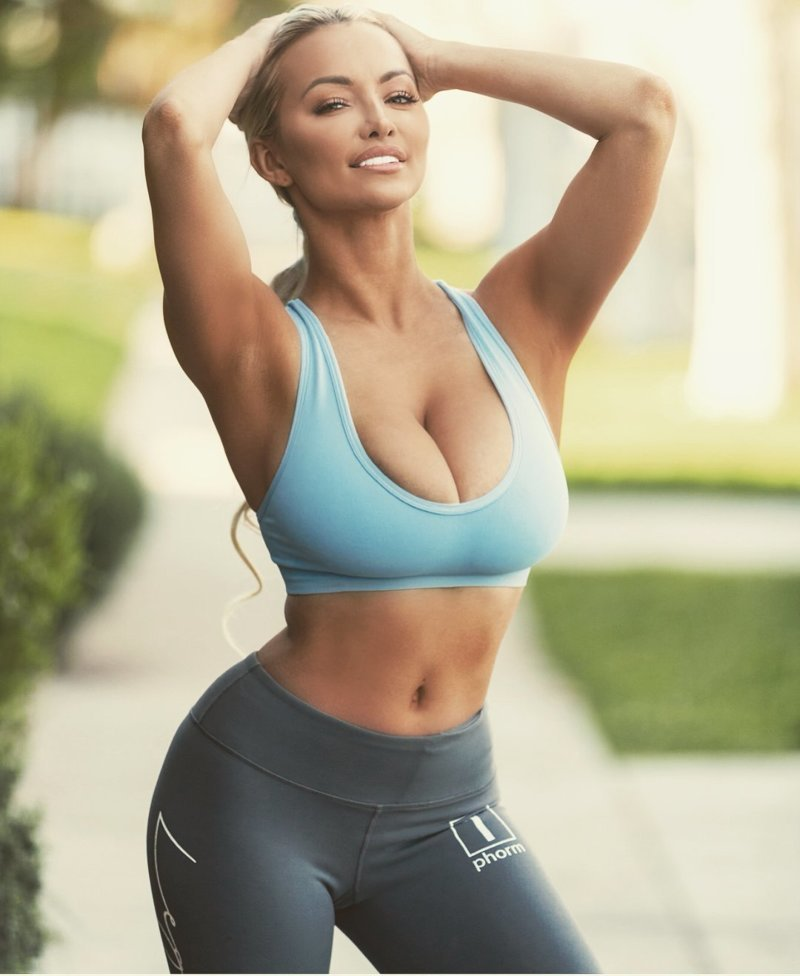 Бег тоже полностью противопоказан девушкам с большой грудью грудь, девушки, йога, проблемы, спорт, тенис, формы, ягодицы