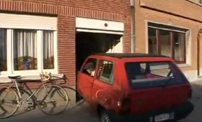 87-летний бельгиец 60 лет паркует машину шириной 1,49 метра в гараж шириной 1,55 метра: видео
