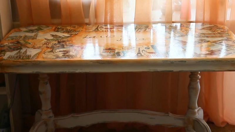 Произведение искусства из старого письменного стола столешницу, только, старый, этого, нанесла, декупаж, мастерица, краской, можно, слегка, салфетку, несколько, оформить, технике, рисунком, смотрите, оставив, мазками, салфетки, краску
