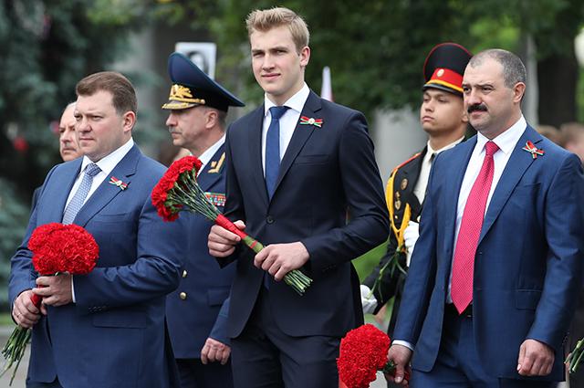 В сети обсуждают новые фото младшего сына Александра Лукашенко с празднования Дня независимости Белоруссии