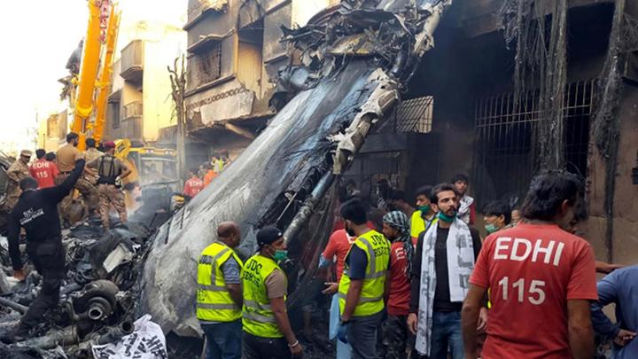 """""""Я потерял оба двигателя"""": Из рухнувшего самолёта достали живых пассажиров"""
