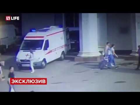 Полицейский и охранник выбросили умирающего мужчину из метро в Москве
