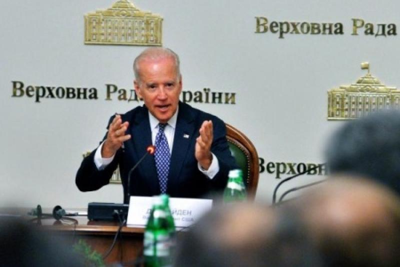 Условия дружбы: Байден потребовал от Порошенко вернуть Крым и сделать там военную базу НАТО