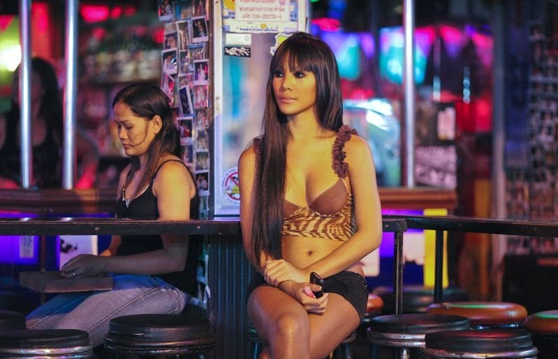 Любители экспериментов могут подружиться с леди-боями (трансвеститами) и молодыми мальчиками, для них есть целый район, называемый Boyz Town. волкин стрит, паттайя, секс-туризм, тайланд