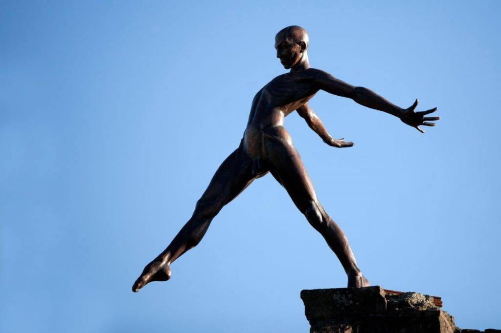 Скульптуры, бросающие вызов законам гравитации. Фото