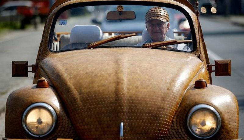 Пенсионер сделал полностью деревянный «Фольксваген-жук» более чем из 50 000 отдельных кусков дуба