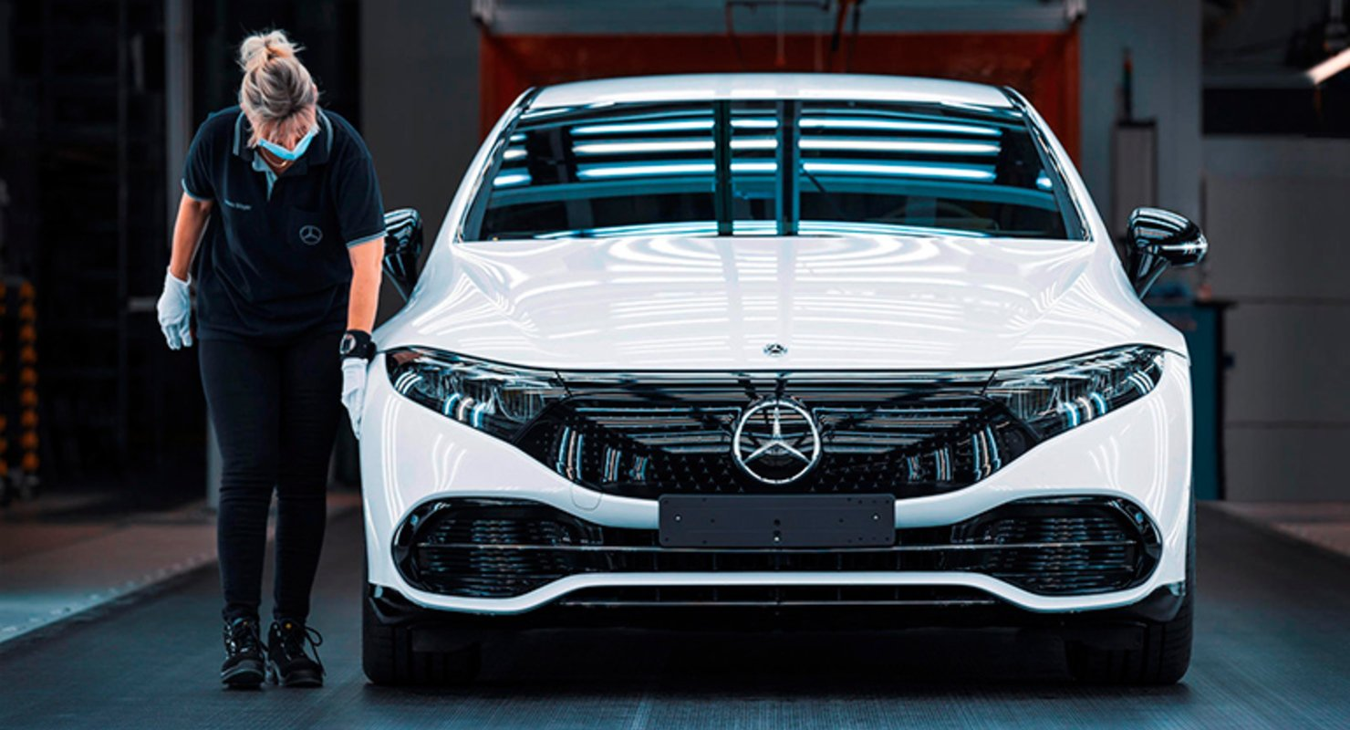 Mercedes-Benz запускает в производство свой самый важный в истории седан Автомобили